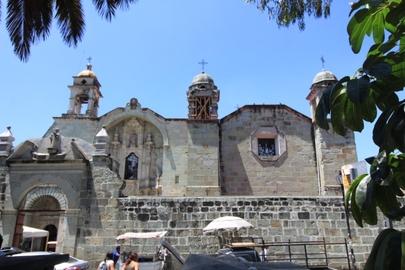 Iglesia frente al mercado de Comida de Oaxaca..